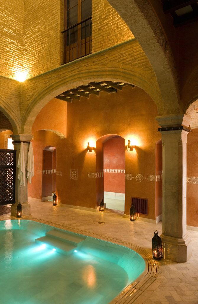 Beautifull view of the warm pool @ the Arabic Baths in Jerez.