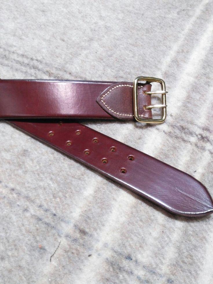 Cinturon liso, lujado y cosido a mano, con hebilla doble palillo artesana.