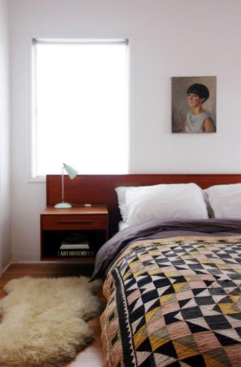 サイズの大きなキリムはベッドカバーにしてもOK。