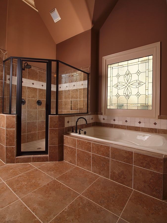 Big shower and big bath tub a girl can dream for Big bathroom