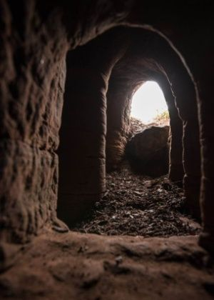 Uma simples toca de coelho em uma fazenda no Reino Unido levou à descoberta de um santuário subterrâneo supostamente usado por devotos de uma ordem religio...