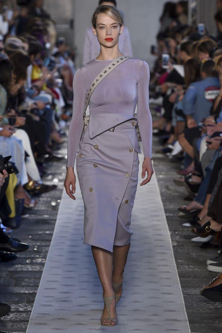 Max Mara #VogueRussia #readytowear #rtw #springsummer2018 #MaxMara #VogueCollections