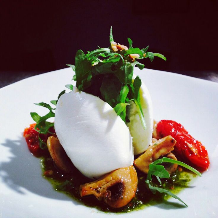 Hand made buffalo mozzarella served with fresh basil pesto, sundried tomatoes & grilled button mushrooms