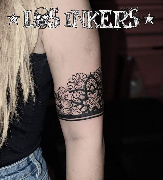 Brazalete ornamental diseñado y tatuado por @cristiancfernandez . . . #tatuaje #tattoo #tatuajes #tattoos #tattooed #brazalete #bracelet #flores #flowers #mandala #dotwork #blackwork #inkedgirls #girlswithtattoos #tattooedgirls #ink #inked #inker  #art #artists #ornamental #malaga #malagatattoo #tattoomalaga #losinkers #teatinos