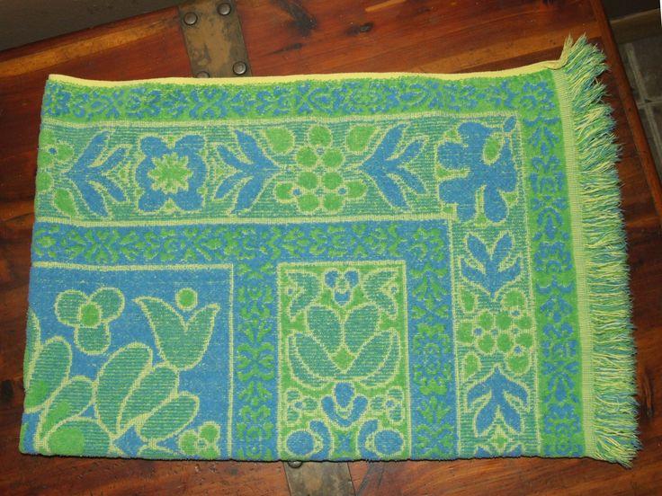 Vintage 70 S Mohawk Tastemaker Sculpted Floral Green Blue Yellow