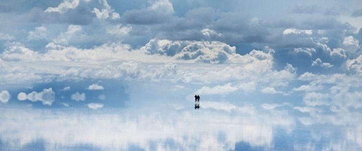 Bolivian Salt Flat Creates Amazing Walking on Water Illusion - My Modern Metropolis