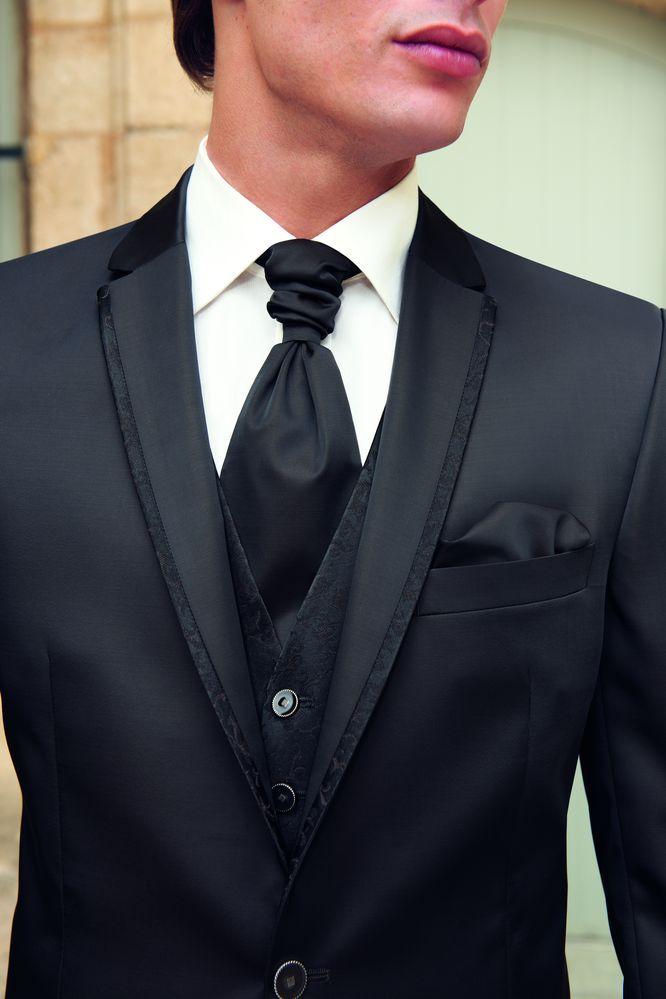 BRUIDEGOM!  Ondanks dat het zwart is , prachtig pak!