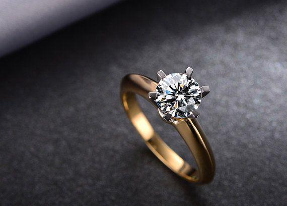 1 quilate ronda Moissanite anillo de por Donatellajewelry en Etsy
