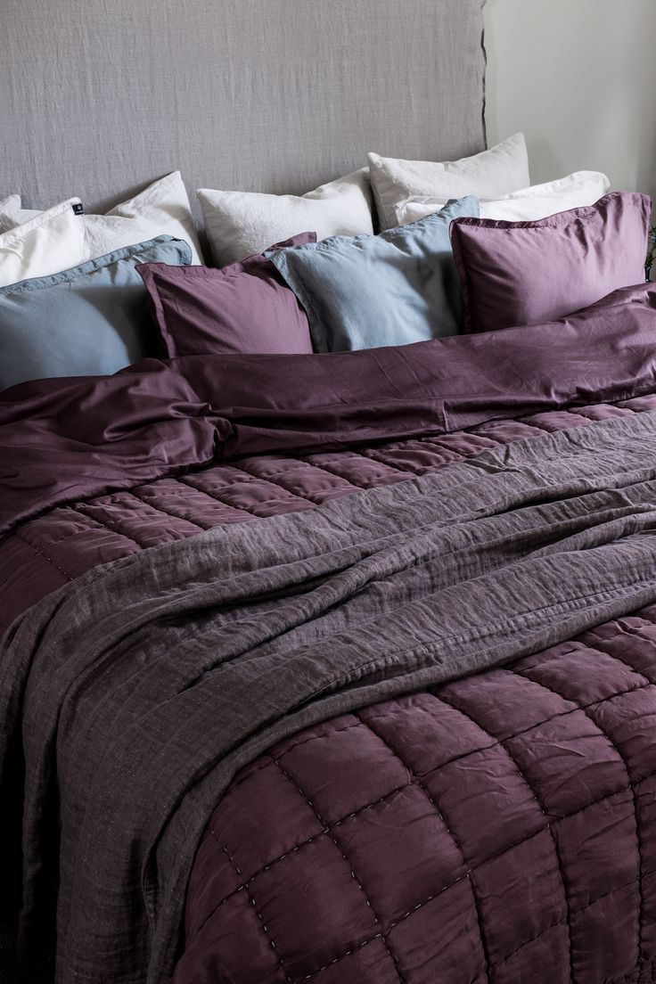 Urban is a washed cotton satin, which brings a soft and warm feel.  Delia bedspread is hand sewn and made from silk and cotton, creating a striking contrast.   #Himla_ab #urban #bedlinen #bedspread