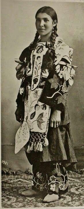 "poc-creators: baapi-makwa: ""Ojibwekwe"" - 1901 ridiculously gorgeous outfit. ridiculously gorgeous girl. fall back, hipsters."