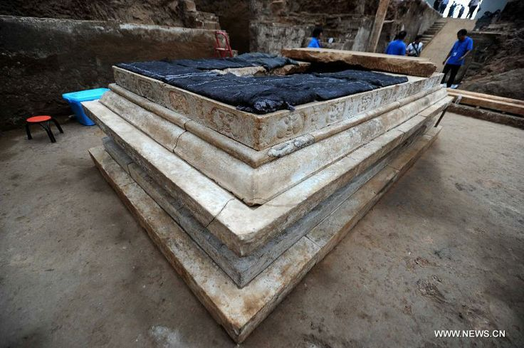 Valuable cultural relics, including an exquisite stone coffin bed, were discovered. (Xinhua/Luo Xiaoguang)