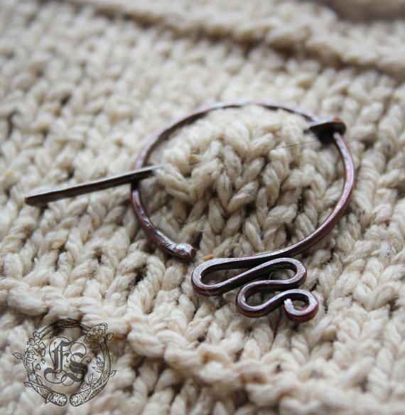 A delicate version of my Anglo Saxon shawl pin, this time the shape is modified to represent a serpent with winding tail. Its great for lighter weight knits (dk or lighter), would also work well with hand woven pieces. Inspired by the Jörmungandr or World Serpent in Norse mythology. One of Lokis children by the giantess Angrboda, he surrounds Midgard-- our world. Circular part of the pin measures 1 1/4 or 3.5 cm wide and 1 3/4 or 4.5cm long (tail included).