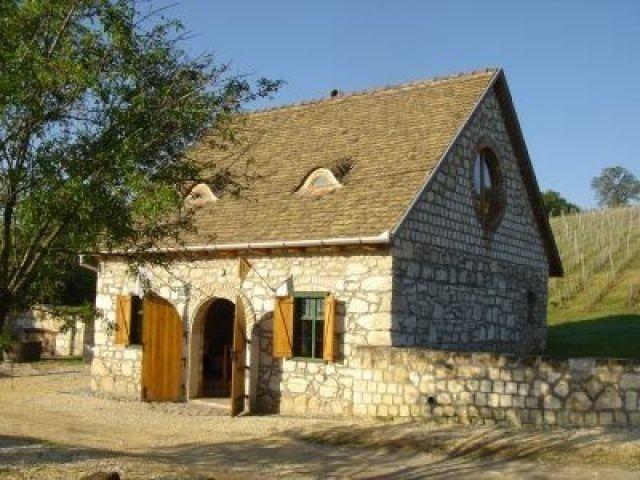 A charming stone cellar-Etyek