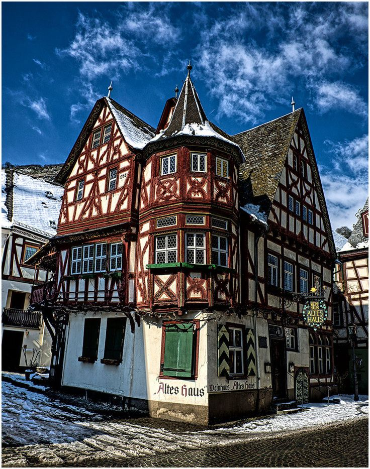 "Winehaus ""Altes Haus"" in Bacharach built in 1368...I have so many photos of this house, so old, has seen so much in the 700+ years!"