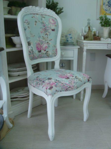 Cadeira Vitoriana sem braço entalhada