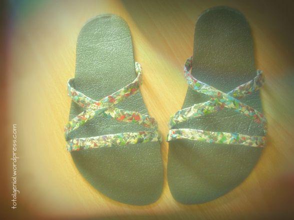 Sandalen aus Isomatte mit Riemchen aus Altpapier (Upcycling, DIY)