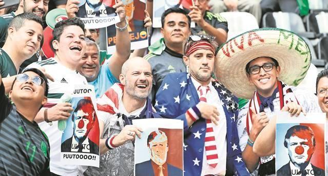 hector.morales@eluniversal.com.mx Era difícil encontrar un juego tan politizado en la Concacaf como el México contra Estados Unidos. Y sí, el duelo de anoche en el Estadio Azteca tuvo tintes diplomáticos. La coincidencia entre las fanaticadas fue el repudio a la intención del presidente Donald Trump de construir un muro fronterizo entre ambos países.