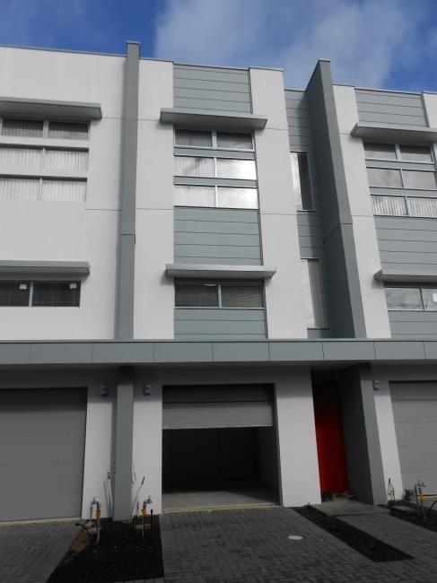 Modern townhouse in convenient location  Price - $320/week
