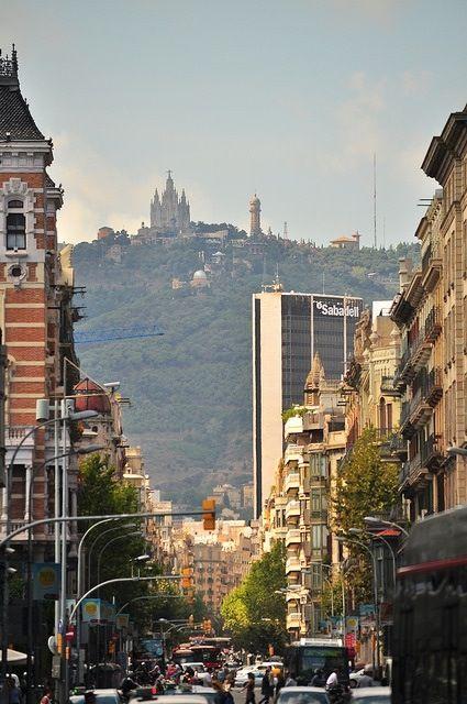 El Tibidabo desde Balmes, Barcelona.