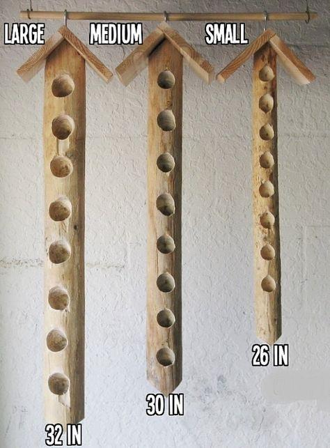 Pájaros carpinteros amor nuestros comederos colgante de sebo, pero también muchos pájaros diferentes demasiado (como cardenales, currucas y azulejos). Estos comederos fueron especialmente diseñados para ofrecer las aves uno de sus dulces favoritos - sebo de aves. Muchas aves de traspatio frecuentan estos alimentadores sebo madera debido a su aspecto natural de la madera y sus agujeros grandes de sebo. Ofrecemos 3 tamaños diferentes de estos colgando comederos: 1. pequeño - 26 largo de 2 de…