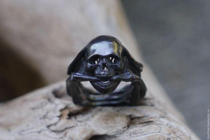 """Купить Серебряное черненое мужское кольцо с черепом """"Призрачный гонщик"""" - серебряный, мужское кольцо"""