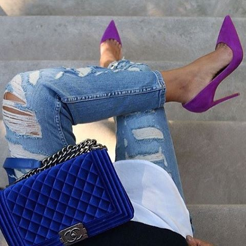 Purple pointed toe stiletto heels. Tacchi Close-Up #Shoes #Heels #Tacones