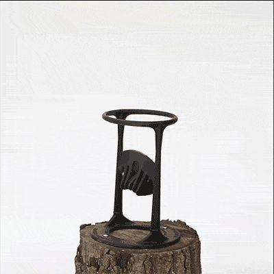 これぞ薪割り2.0! ハンマーで薪を安全に一刀両断する革命的ツール – DIGIMONO!(デジモノ!)