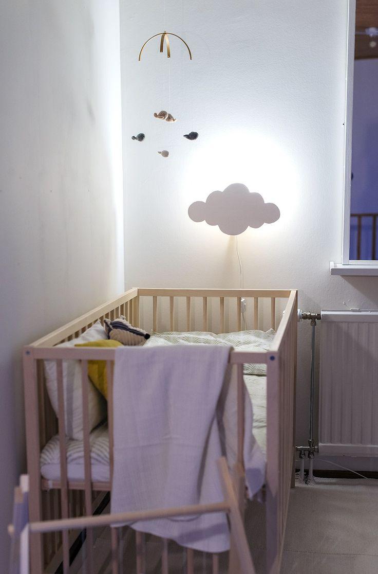 En kompis till mig hade en så söt molnlampa i sin dotters sovrum och när jag kikade lite närmre visade det sig att hon gjort den själv.