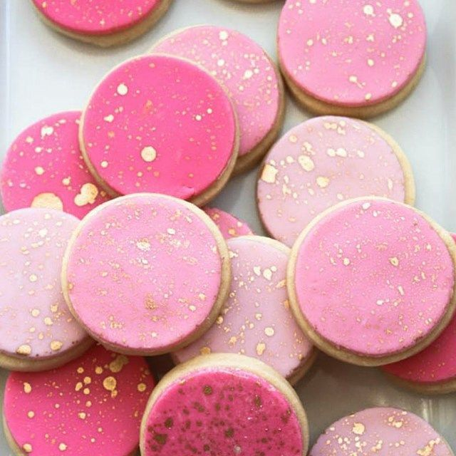 Pink and gold sugar cookies #sugarcookies #pinkandgold #girly (cookies, but I love the technique of the gold splatter...could look awesome with watercolors)