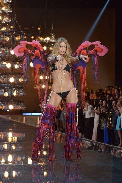 Το Show της Victoria's Secret έγινε εχθές στην Νέα Υόρκη και όπως σε κάθε show του διάσημου brand εσωρούχων..έγινε χαμός στο catwalk!!! Εχθές το βράδυ λοιπόν, γιόρτασε τα 20 χρόνια του με ένα μεγάλο πάρτυ πάνω στην πασαρέλα με 47 πανέμορφα μοντέλα, τα 10 από τα οποία ήταν καινούργια (!) και με live performances από […]