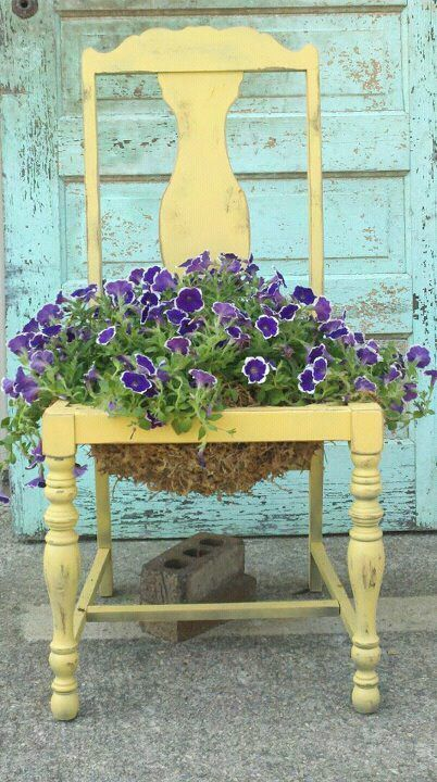 Flower pot chair ♥. Can find an old chair by the dumpster or swap meet or a friend, paint to your liking. Makes for unique garden art #OldChair