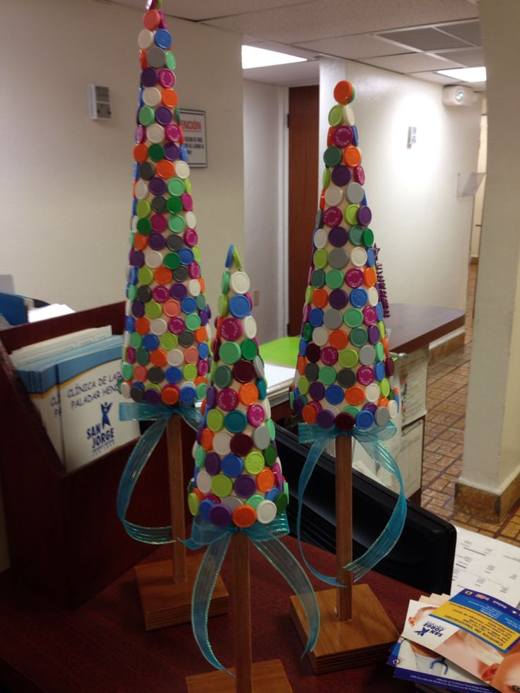 Handmade xmas trees done with vaccine caps! Vaccine center in San Jorge Children's Hospital, San Juan , Puerto Rico