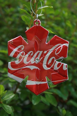 soda can snowflake ~ Oh how I love this!!  But mine would be Diet Coke. :)