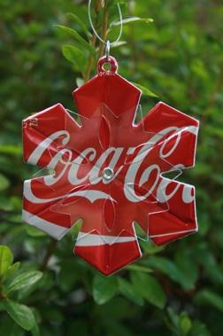 soda can snowflake: Diy Snowflakes, Snowflakes Ornaments, Diy Ornaments, Pop Cans, Cocacola, Sodas Pop, Christmas Decor, Easy Diy, Diy Christmas