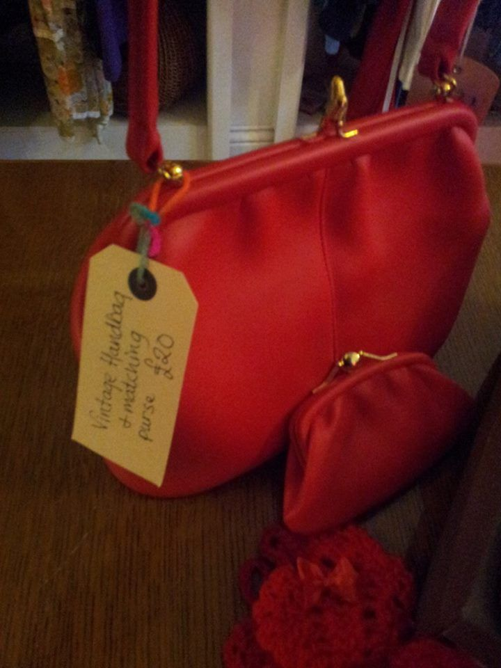 immaculate condition vintage handbag with matching purse £20