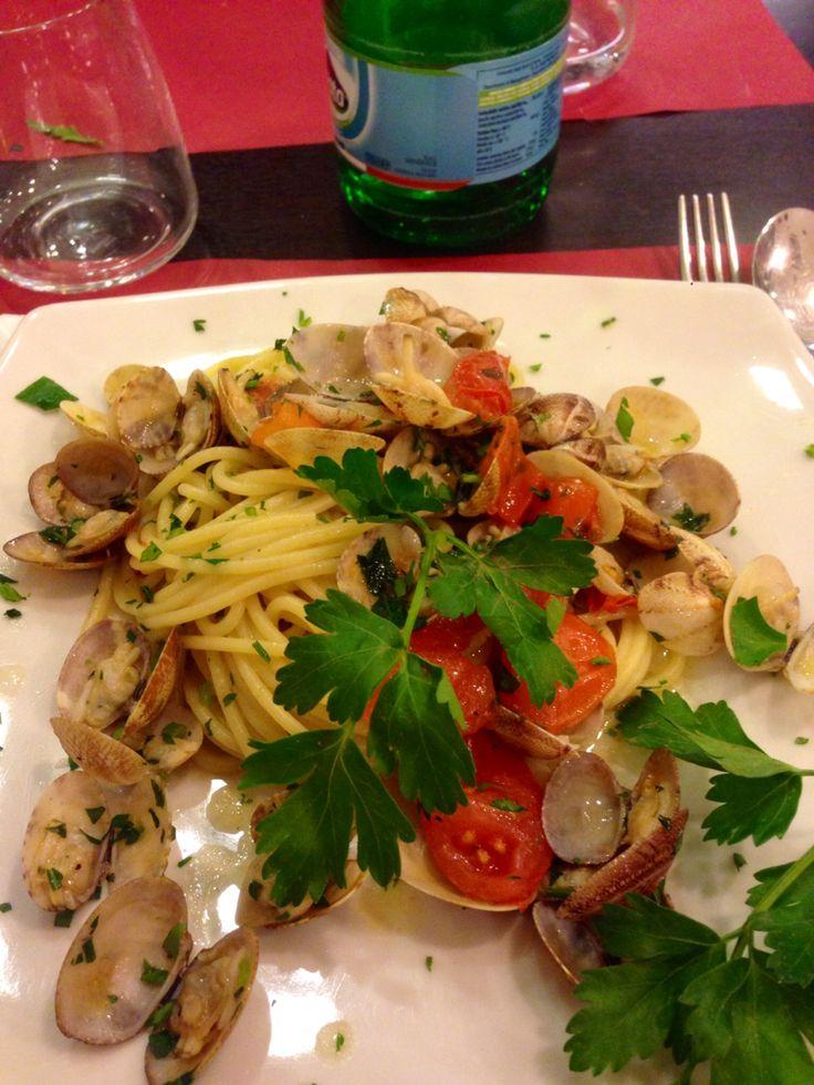 Spaghetti con vongole napoletane