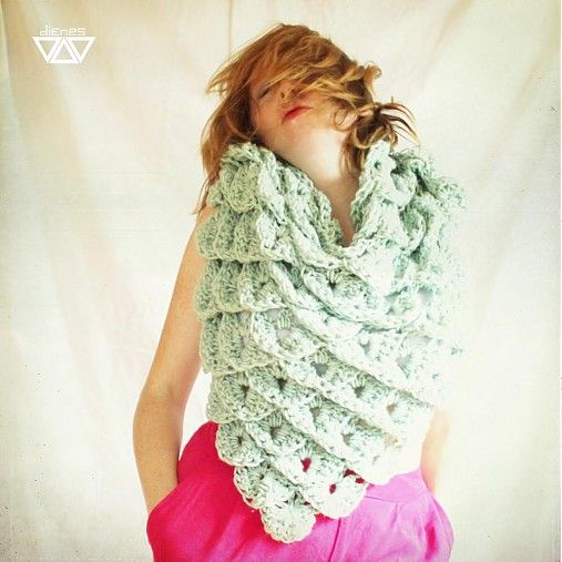 diEnes / z veľryby- handmade crochet huge shawl, crocodile stitch