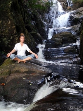 Yoga im Dschungel.