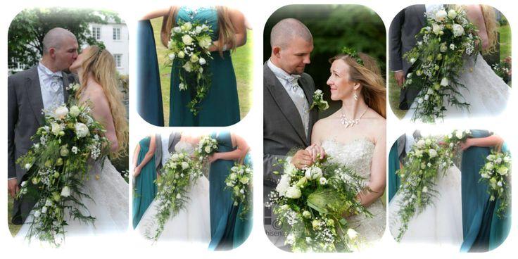 I dette bryllupet var det et bugnende preg på blomstene- store størrelser på bukettene.