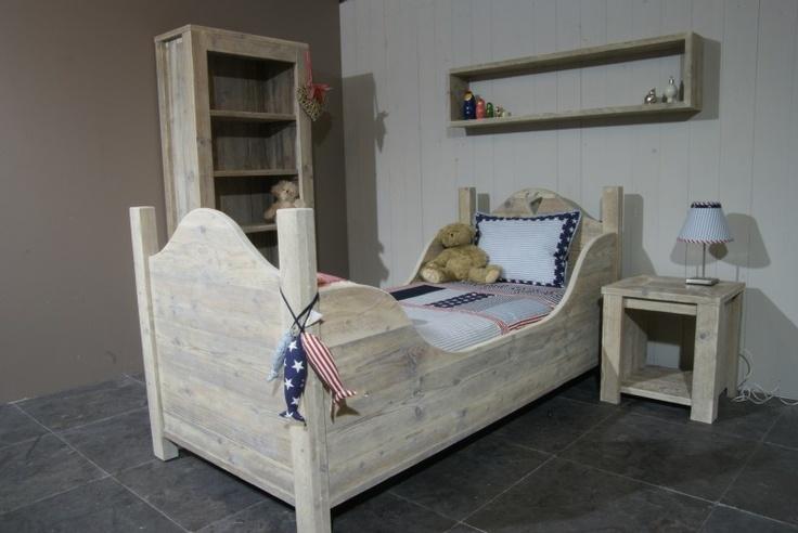 17 beste idee n over houten pallet bedden op pinterest palet bed pallet lattenbodems en - Eenvoudig slaapkamer model ...