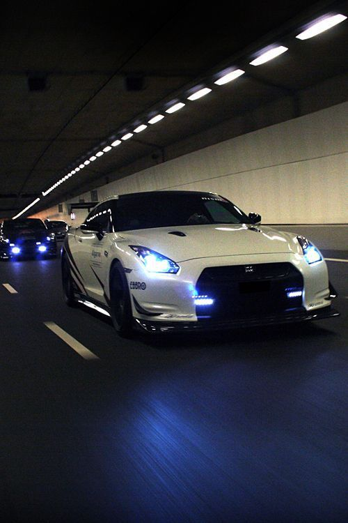 Inside a Tunnel comes a White Nissan GTR & other Cars