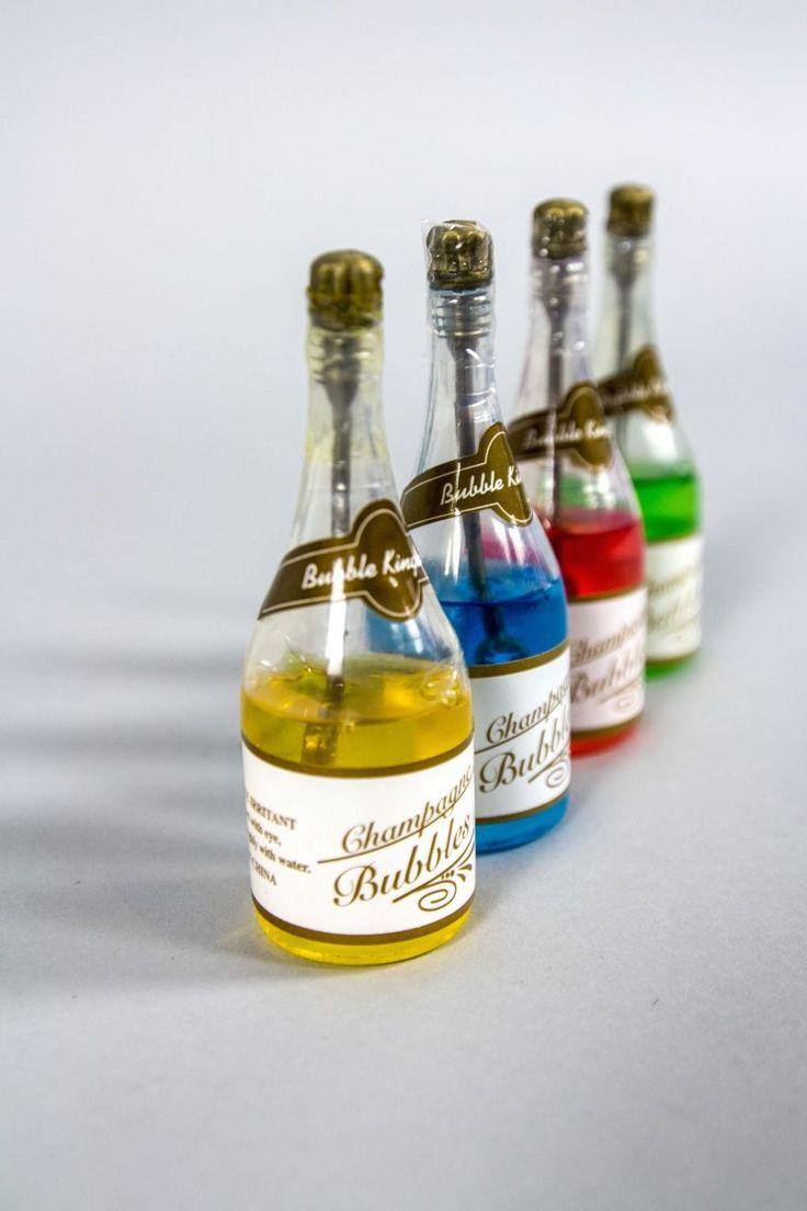 Sticlutele de sampanie cu baloane de sapun sunt acele accesorii de petrecere, pe care le poti folosi la nunta, dar si la alte ocazii deosebite pentru a-i distra pe invitati.   Aceste sticlute unice cu bule sunt decoratiunea de petrecere perfecta pentru un moment unic!   Adauga...