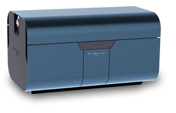 Принтеры-предназначены для вывода на бумагу числовой, текстовой и графической информации. По своему принципу действия принтеры делятся на матричные, струйные и лазерные. В последние годы широкое распространение получили черно-белые и цветные струйные принтеры В них используется чернильная печатающая головка, которая под давлением выбрасывает чернила из ряда мельчайших отверстий на бумагу.
