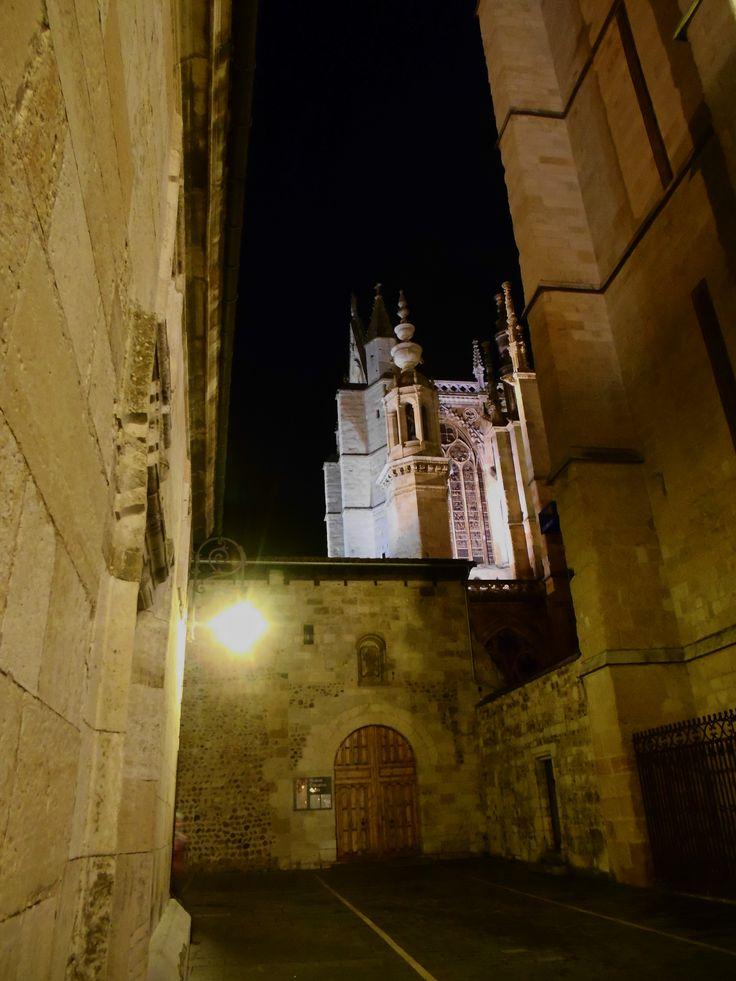 Puerta y fachada del Museo Catedralicio.