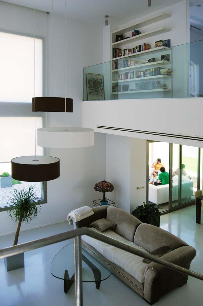 """Doble altura en gran espacio central en """"El lujo del vacío"""", vivienda unifamiliar en Rivas, por ACGP arquitectura"""