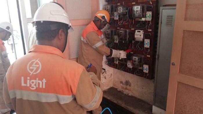 Mais de 900 ligações clandestinas de energia são encontradas em Paracambi
