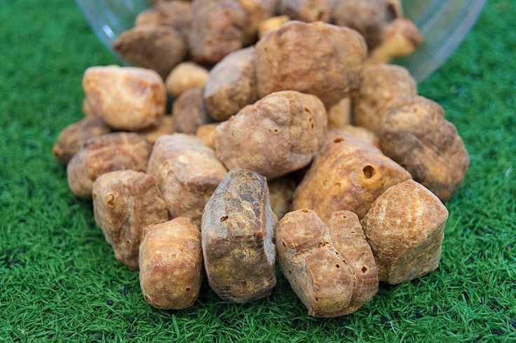 Everest Puffs: Quick and easy yak cheese dog treats are airy, crunchy and tasty! 100% free of any biproducts, artificial flavors or additives. Made in Canada at a federally inspected facility using human-grade proteins.
