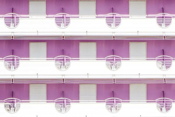 The Mesmerizing, Vibrantly Colored Facades Of Beach Hotels In Venice - DesignTAXI.com