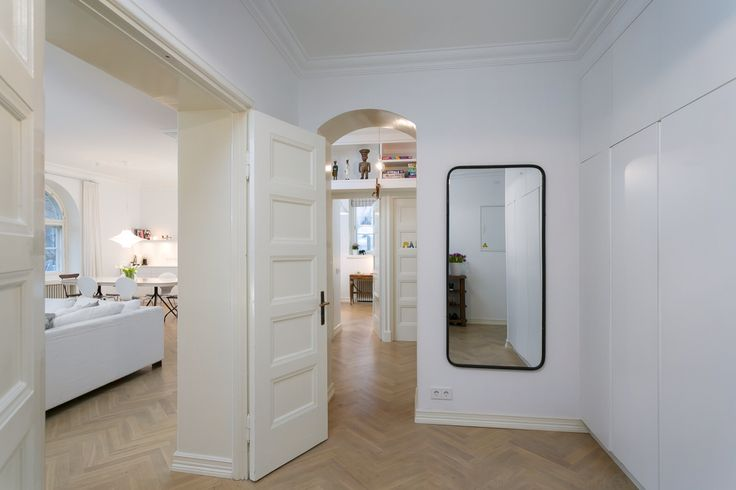 Hallway, open plan, finnish home, double doors, mirror,