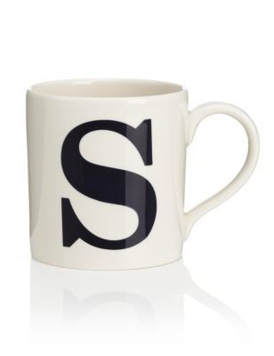 This pretty letter print mug adds an elegance to afternoon tea or coffee mornings. Made from earthenware, it's microwave and dishwasher safe for added convenience and versatility.
